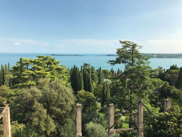 Il Giardino botanico Hruska conserva piante da tutto il mondo con opere d'arte contemporanee