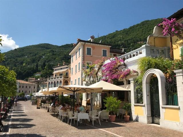 Il lungolago di Gargnano è meraviglioso: da vedere sul Lago di Garda in Lombardia