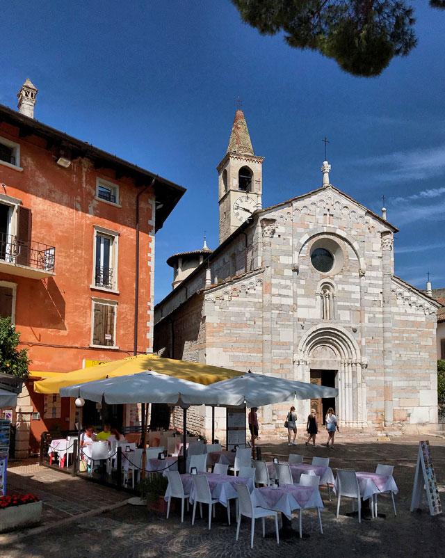 Cosa vedere a Toscolano Maderno? La Chiesa di Sant'Andrea apostolo