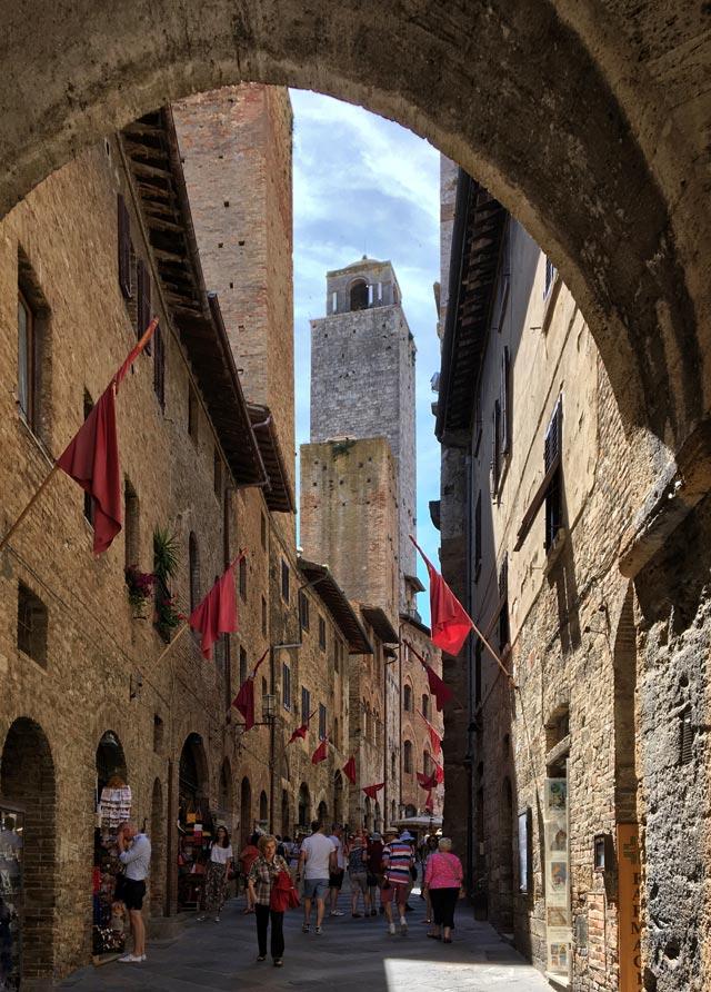 San Gimignano è un borgo da visitare vicino a Siena: fai un viaggio nella storia