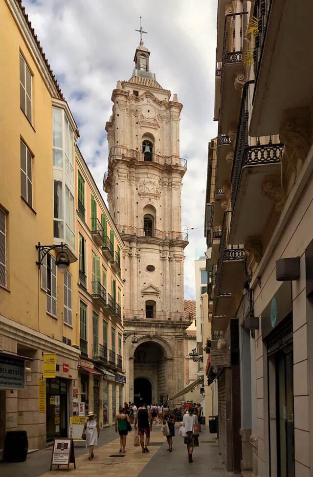 Il campanile della Chiesa de San Juan nel centro storico di Malaga