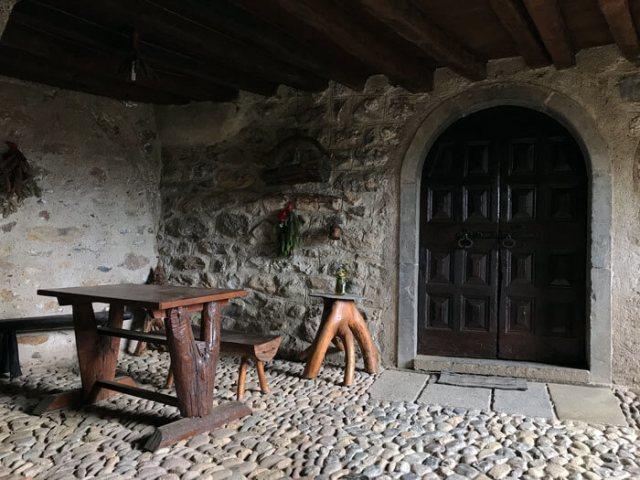 Le case di Cornello dei Tasso decorate con gusto rendo il borgo uno dei più belli d'Italia