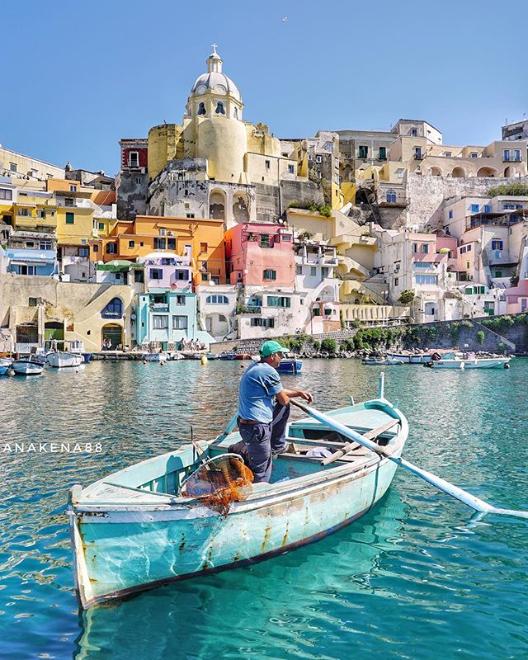 @anakena88 è tra i migliori profili instagram da seguire per Napoli e la Campania