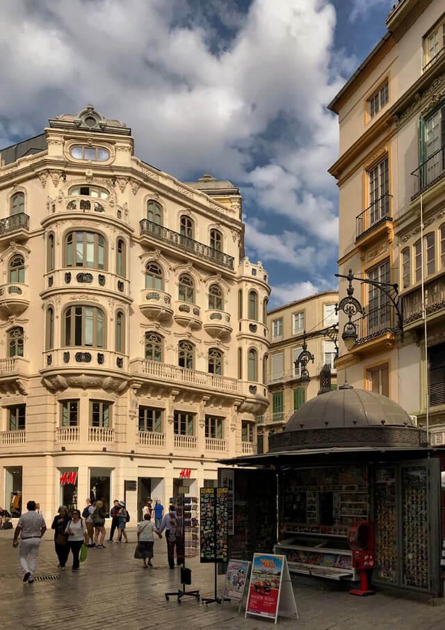 Plaza de Félix Sáenz in centro a Malaga ha edifici art nouveau