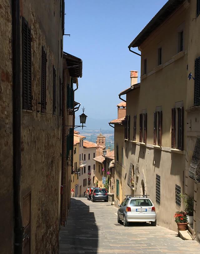 Visitare Montepulciano non è facile: le strade sono in netta salita