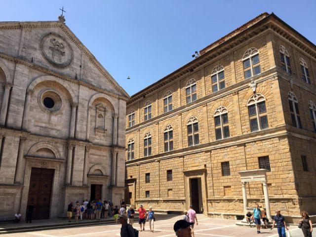 Piazza Pio II circondata da edifici rinascimentali è la meraviglia di Pienza