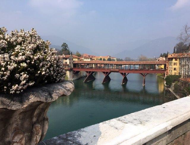 Il Ponte degli Alpini di Bassano del Grappa è uno dei ponti più belli d'Italia