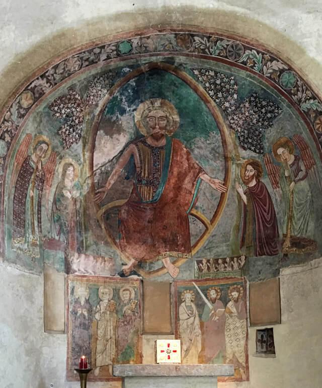 La chiesa di San Pietro in Mavino a Sirmione ha un magnifico Cristo redentore