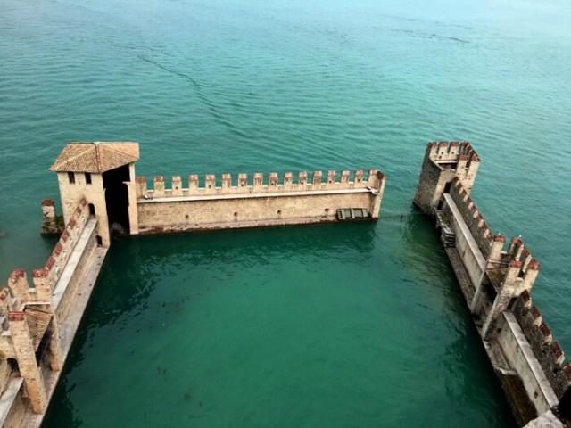 La Rocca scaligera è da vedere a Sirmione: è uno dei castelli più belli d'Italia