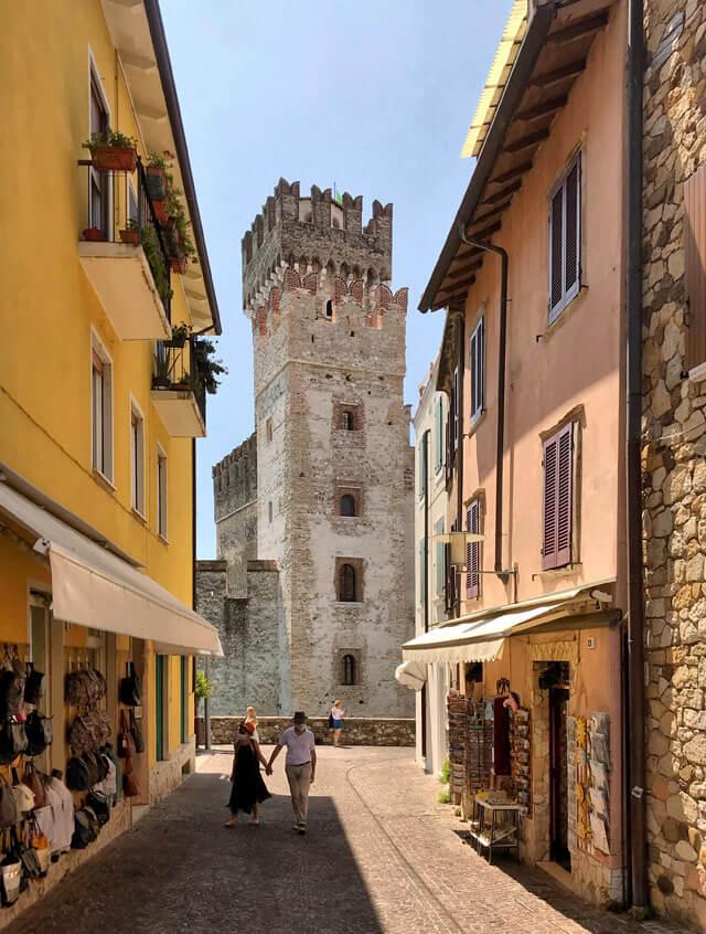 Sirmione sul Lago di Garda è uno dei posti più belli d'Italia