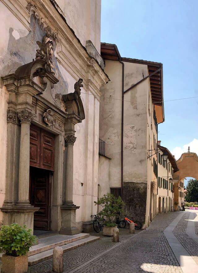 La Chiesa di Santa Maria in stile barocco si trova nel centro storico di Chiavenna