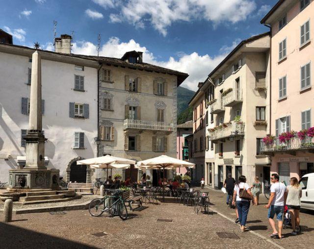 Piazza Rodolfo Pestalozzi si trova nel centro storico di Chiavenna