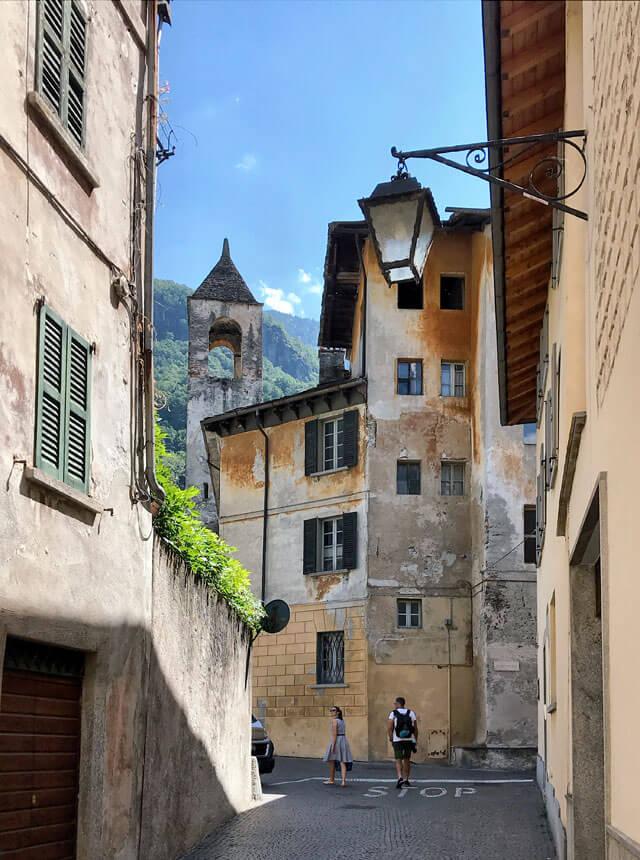 scorcio-di-chiavenna-valchiavenna-piazza-san-pietro-e-campanile-convento-delle-agostiniane