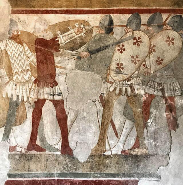 Il Castello di Avio ha affreschi con scene di battaglie e duelli