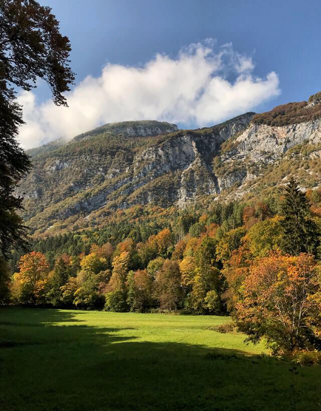 Il Lago di Cei in Trentino è perfetto per fotografare il foliage