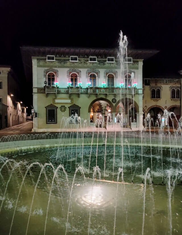 Piazza Rosmini è il centro di Rovereto in Trentino