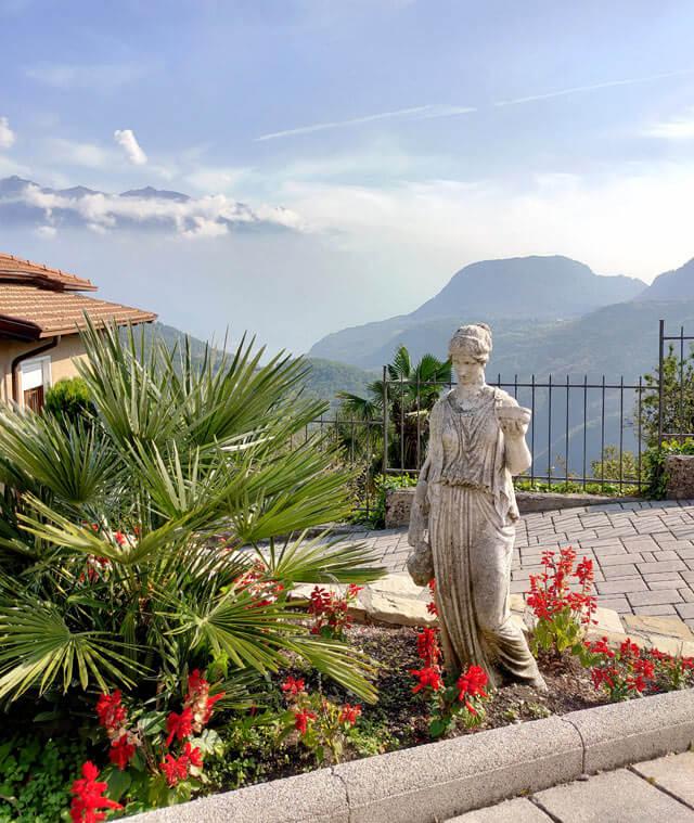Sermerio ha case turistiche con giardini curatissimi e fiori