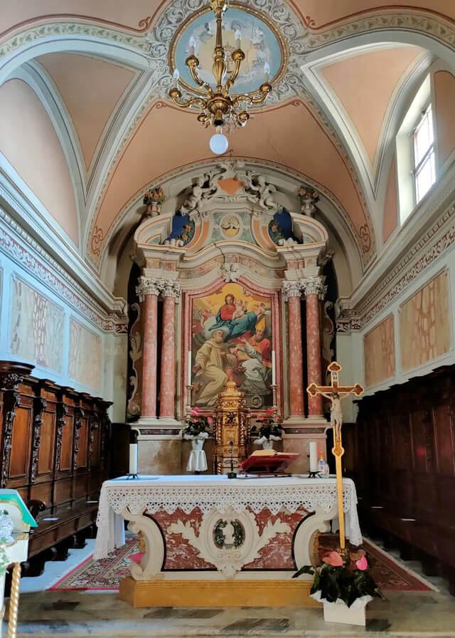 La chiesa di Sermerio (Tremosine) ha un interno barocco