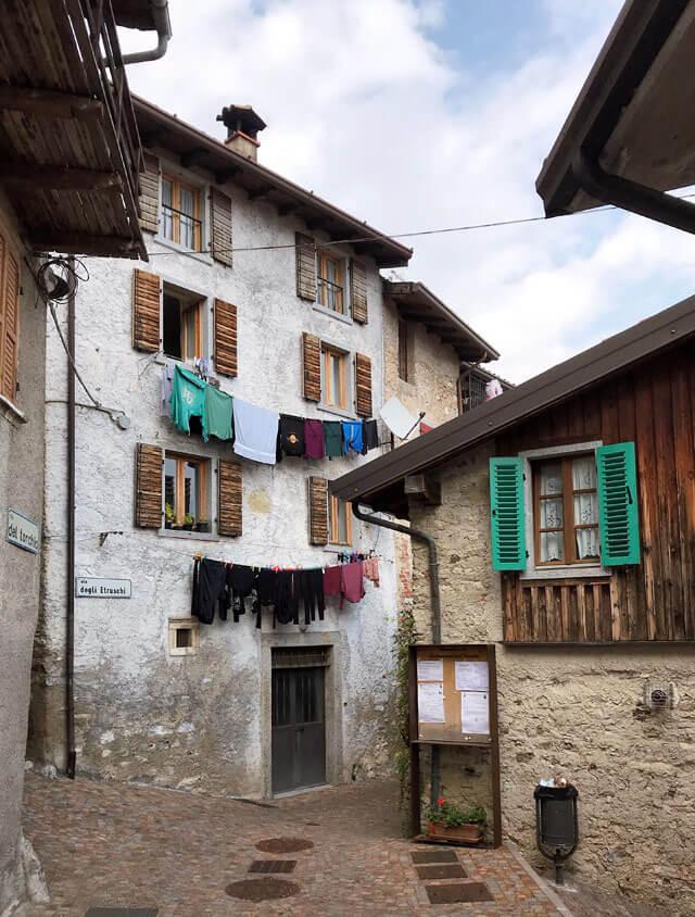 Ustecchio è un borgo stupendo da vedere a Tremosine