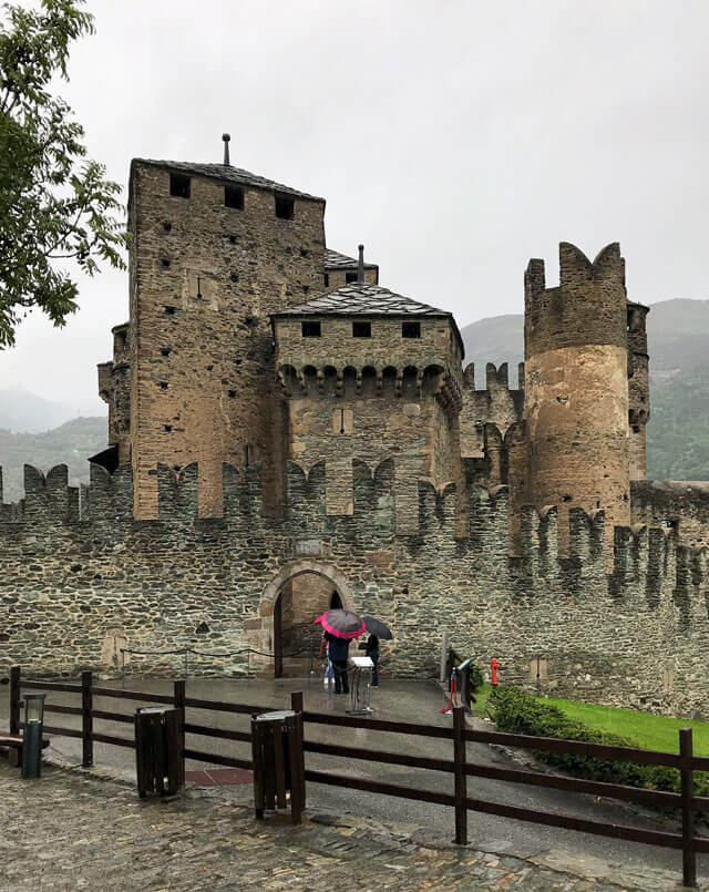 Cosa vedere in Valle d'Aosta? Il Castello di Fénis uno dei più belli d'Italia