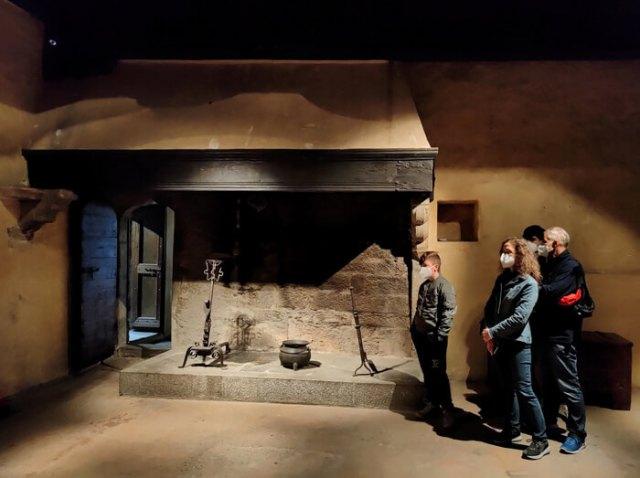 Il Castello di Fénis ha grandi camini che scaldavano soldati e signori durante l'inverno