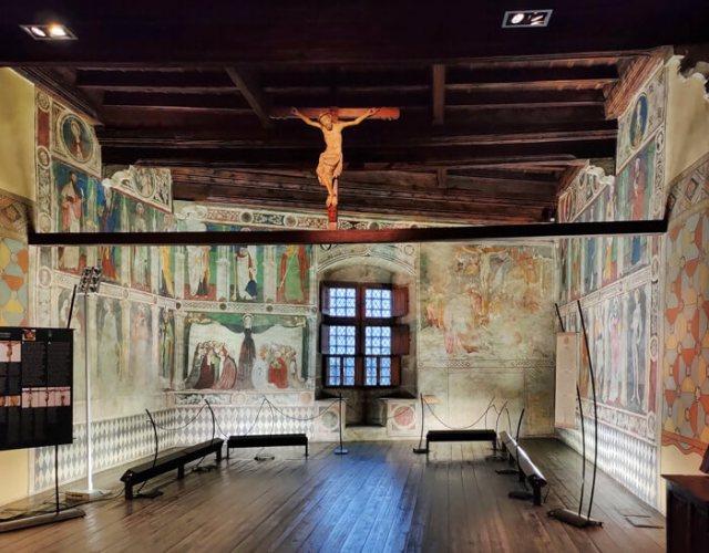 La Sala Baronale affrescata è la parte più bella del Castello di Fénis in Valle d'Aosta