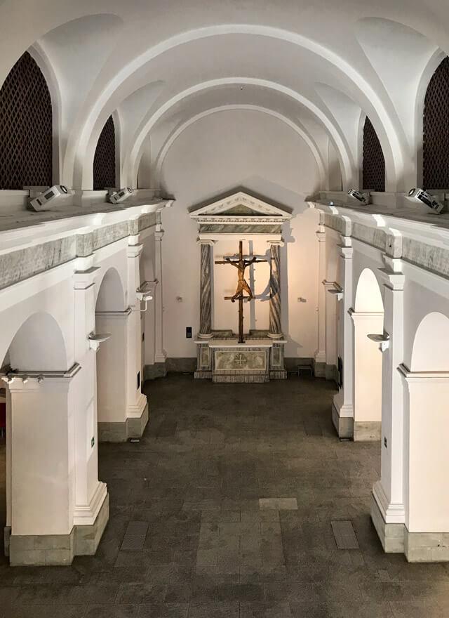 Il Forte di Bard ha una cappella con uno strano crocifisso novecentesco