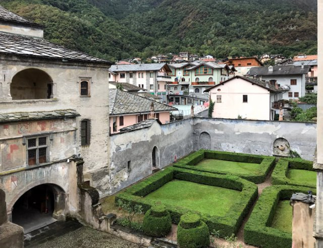 Il Castello di Issogne è da vedere in un tour della Valle d'Aosta