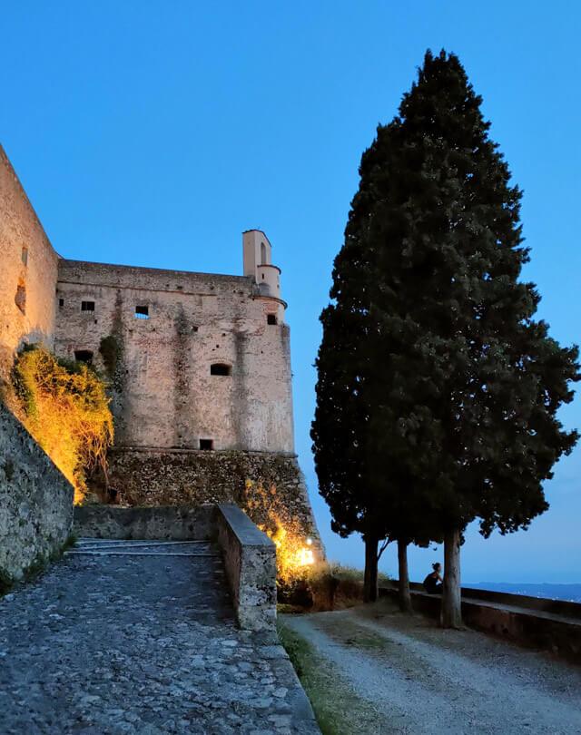 Cosa vedere a Massa in Toscana? Il Castello Malaspina che domina Massa dall'alto