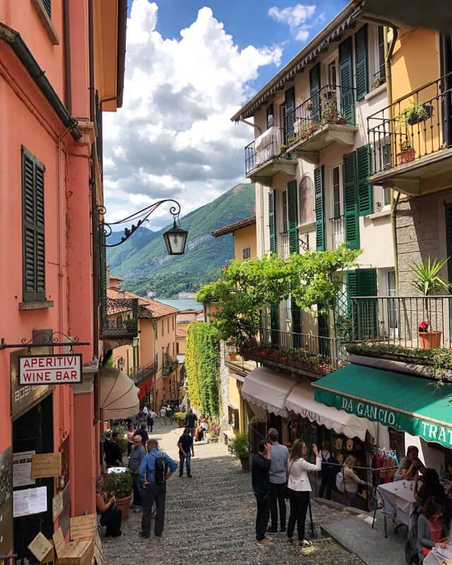 Cosa vedere a Bellagio? La Salita Serbelloni tra case e negozi