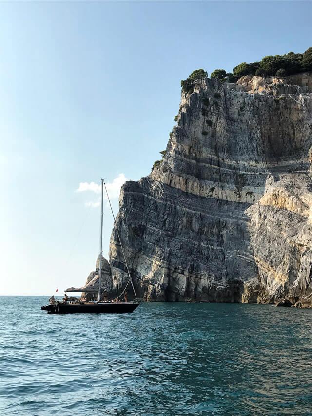 Un'escursione in barca in Liguria è un'esperienza da fare