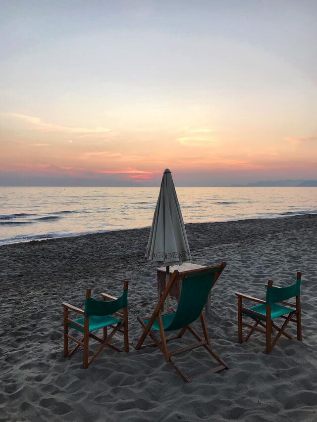Cosa fare a Massa e Carrara? Vedere il tramonto in spiaggia