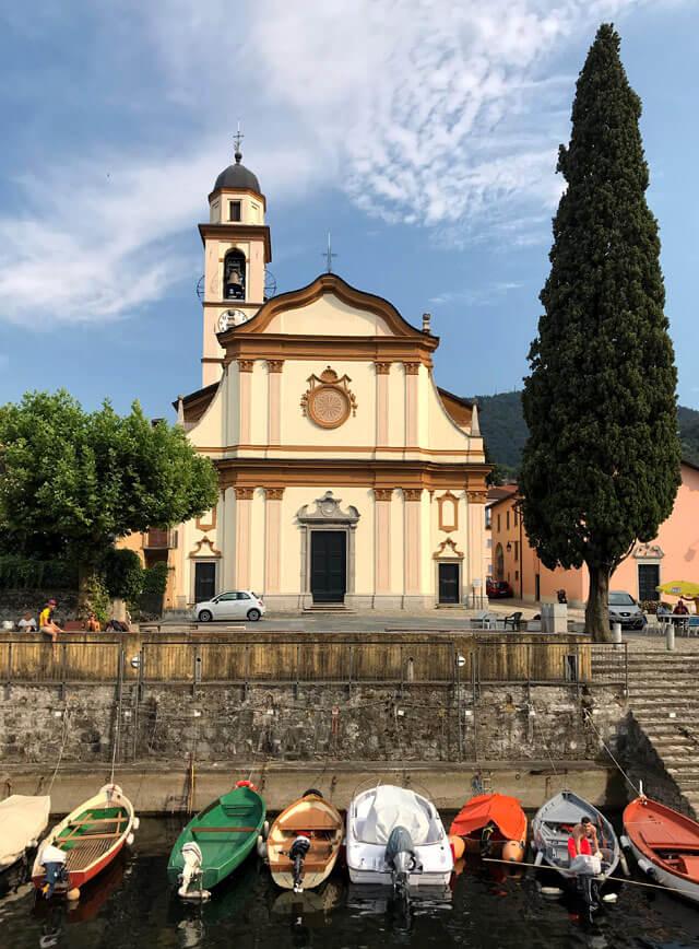 San Giovanni è la frazione principale di Bellagio con la chiesa accanto alla darsena