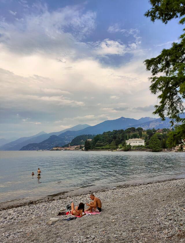 Tra le spiagge più belle del Lago di Como c'è la spiaggia pubblica di Bellagio