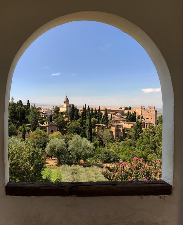 Come fare per visitare l'Alhambra? Bisogna comprare i biglietti online