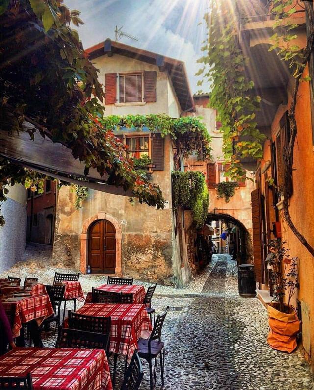 Malcesine sul Lago di Garda è uno dei posti da fotografare in Veneto