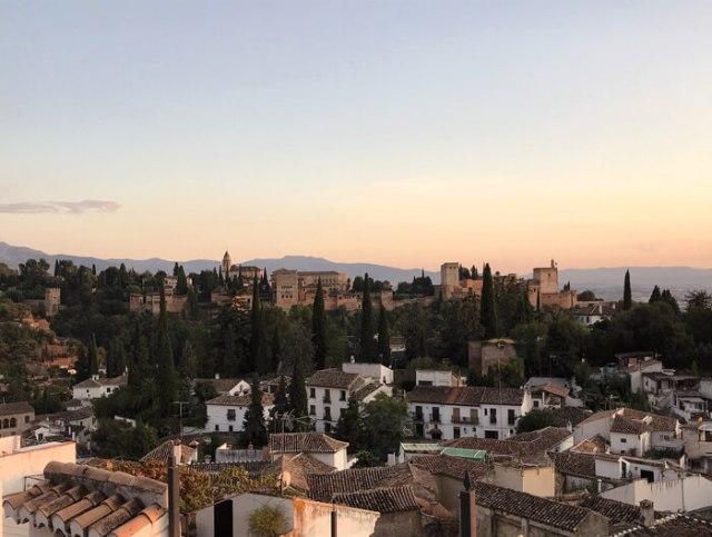 Il Mirador de la Cruz de Rauda dà una gran vista sull'Alhambra di Granada