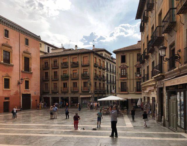 Plaza de las Pasiegas è graziosa: qui trovi la Cattedrale di Granada