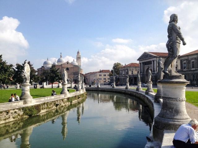 Prato della Valle è il posto da fotografare a Padova in Veneto