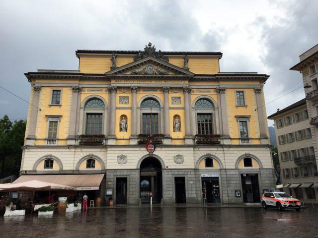 Il Municipio neoclassico di Lugano si trova in Piazza Riforma