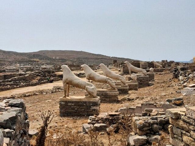 I leoni in pietra sono il simbolo dell'isola di Delo in Grecia