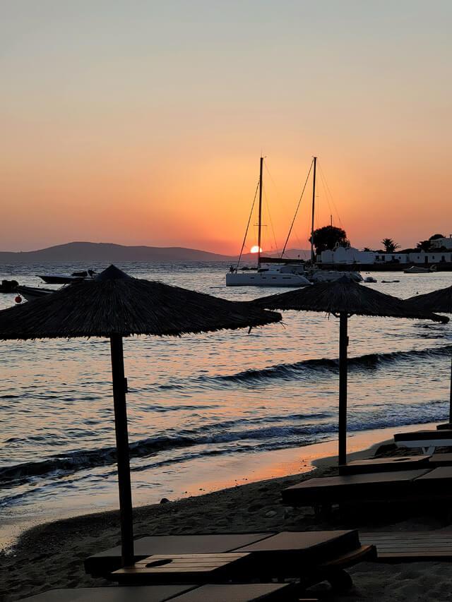 Nella spiaggia di Agios Giannis vedi uno dei tramonti più belli di Mykonos