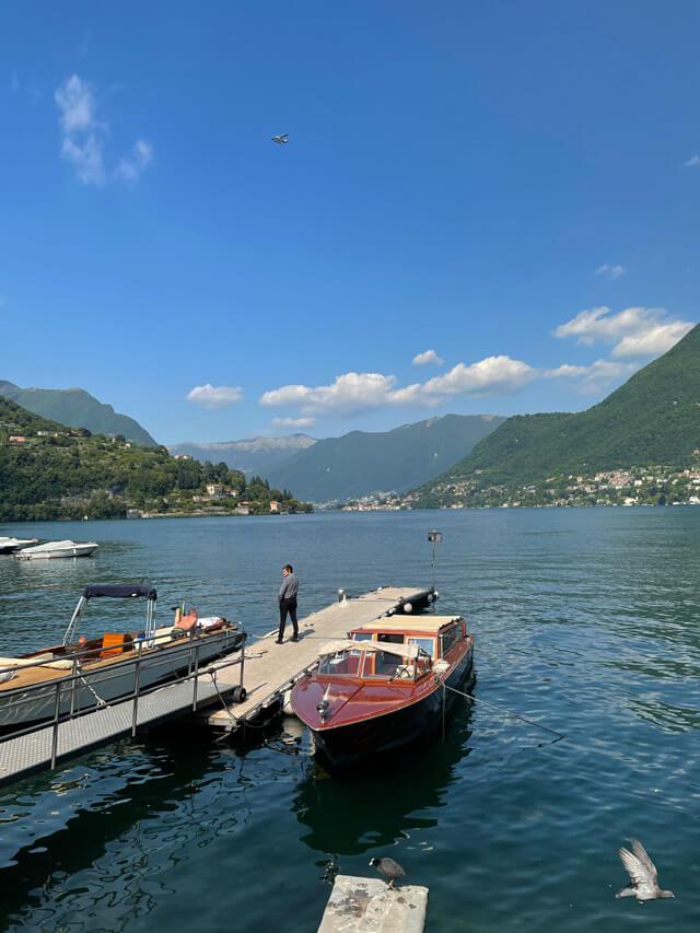 Sulla Riva di Cernobbio prendi il motoscafo per un'escursione sul Lago di Como