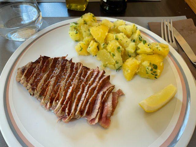 Tagliata di manzo con patata all'Hotel San Giuseppe a Cernobbio