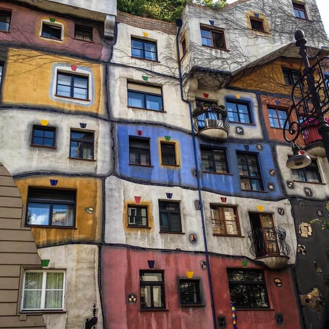 La coloratissima HundertwasserHaus è da fotografare a Vienna!
