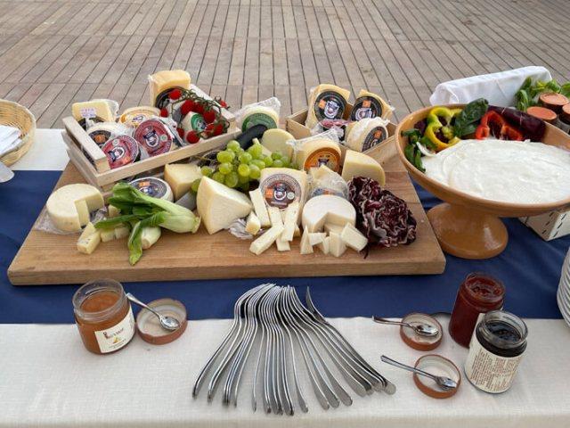 Le specialità romagnole in cucina sono salumi, formaggi e tortelli