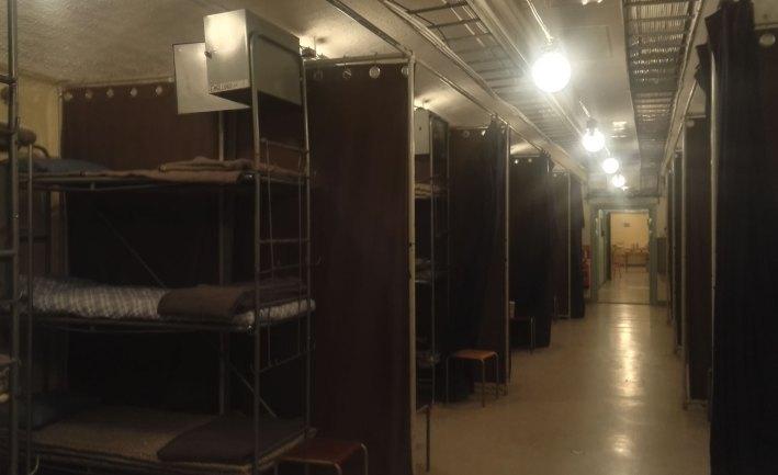 Kerrossänkyjä bunkkerissa.
