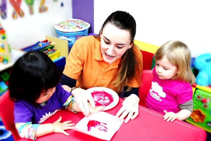 サンシャインキッズアカデミー(英語プリスクール・英語学童・アフタースクール)は子供に生きるために必要な知識を与えていくだけではなく、子供達自身の興味、好奇心、探究心から自ら学んでいく過程を大切に日々の教育を行っています。
