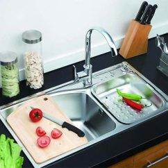 Cast Iron Kitchen Sinks Faucets On Sale 史上最全厨房水槽选购全攻略 新浪家居 选水槽第一步是选材质 选用何处材质的水槽则要考虑与厨房装修风格及居室色调上的融合 市面上主要有以下几种材质的水槽 不锈钢 人造石 亚克力 陶瓷 铸铁搪瓷
