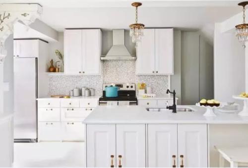 copper kitchen accents uniforms 厨房装修常见的七大问题 新浪家居 厨房里的电器多 厨房的电路改造也是装修的重点 电路改造时除了选择质量过硬的电线和管道之外 如果厨房的电器较多 最好选择6平方毫米的铜芯线 这样单线的负荷可